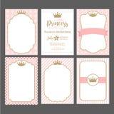 En uppsättning av gulliga rosa mallar för inbjudningar Guld- ram för tappning med kronan Lite prinsessaparti Arkivbild