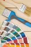 En uppsättning av hjälpmedel för att måla ett hus arkivfoton