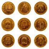 En uppsättning av jubileums- mynt på en vit bakgrund, 2013 Fotografering för Bildbyråer
