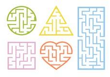 En uppsättning av labyrinter Tecknad filmstil Visuella arbetssedlar Aktivitetssida modiga ungar Pussel för barn Labyrintgåta Färg royaltyfri illustrationer