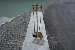 En uppsättning av lampglashjälpmedel vid havet Fotografering för Bildbyråer