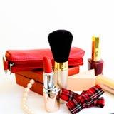 En uppsättning av makeuptillbehör Arkivbilder