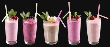 En uppsättning av milkshakar och smoothies i exponeringsglas fotografering för bildbyråer
