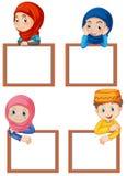 En uppsättning av muslimbarn och det tomma brädet stock illustrationer