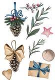 En uppsättning av objekt i jultema Sörja kottar, filialer, röda bär, etiketter och en gåva på den vita bakgrunden stock illustrationer