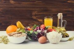 En uppsättning av produkter för bantar och sund näring Fotografering för Bildbyråer