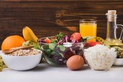 En uppsättning av produkter för bantar och sund näring Arkivfoto
