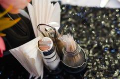 En uppsättning av saltar papper och tandpetare royaltyfri fotografi
