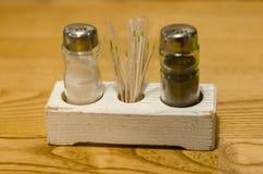 En uppsättning av saltar papper och tandpetare arkivbild