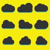En uppsättning av symboler för svart moln i ett moderiktigt plant tema som isoleras från en gul bakgrund Molnsymboler för din web Fotografering för Bildbyråer