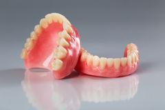 En uppsättning av tandproteser royaltyfri foto