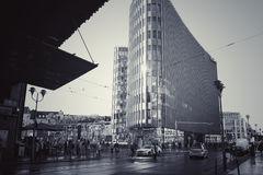 En upptagen gata i Berlin arkivfoton