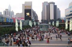 En upptagen Guangzhou stad, Kina - 06/05/2013 royaltyfri fotografi