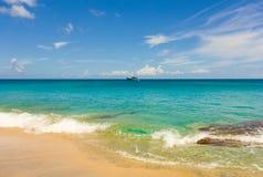 En ursprunglig strand i de lovart- öarna Royaltyfria Foton