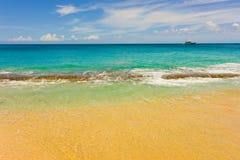 En ursprunglig strand i de lovart- öarna Royaltyfri Foto