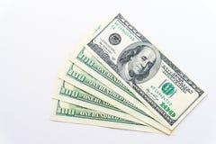 En US dollar sedlar på vit bakgrund buckes Arkivfoto