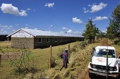 En ut ur fyra skolor som byggs om av det Kenya Röda korset i Eldore arkivfoto