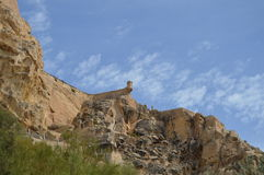 En utkikstolpe som är hög ovanför Alicante Arkivbild