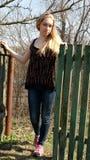 En utomhus- härlig ung kvinna Royaltyfria Bilder
