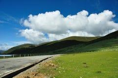 En väg av den Sichuan platån Royaltyfria Bilder