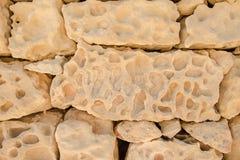 En vägg av en stor gul sten Royaltyfria Foton