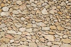 En vägg av grova stenar Arkivfoton