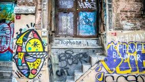 En vägg med grafitti från det Tophane området i Istanbul, Turkiet Royaltyfria Foton