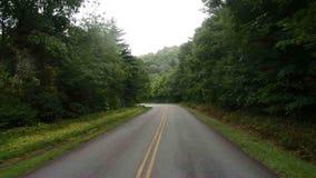 En vägtur till och med de appalachian bergen arkivfilmer