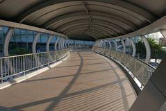En väl gjord korsning bro i morgonen royaltyfria foton