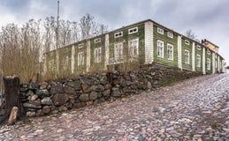 En-våning trähus i Porvoo, Finland royaltyfria foton