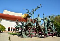 ` En vagn med clown`-skulptur, Bucharest Royaltyfri Foto
