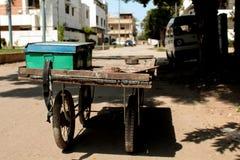 En vagn/en spårvagn av det extra tinget/material royaltyfria bilder