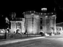 En van Castilletde nuit noir et blanc, Castillet 's nachts in zwart-wit royalty-vrije stock fotografie