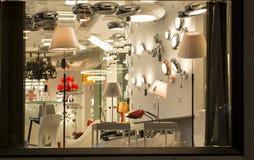 En variation av lightings i en belysning shoppar, kommersiell belysning, lampa för hem- inredning royaltyfria foton