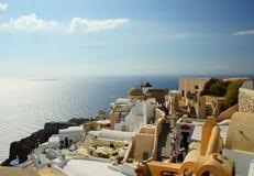 En varm dag i staden av Oia på ön av Santorini Fotografering för Bildbyråer