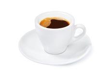 En varm kopp av espresso på en vit bakgrund Arkivbilder