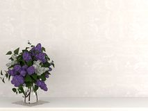 En vas av blommor mot en beige vägg arkivfoton