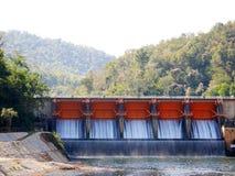 En vattenfördämning Arkivbilder