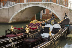 En Venecia de gondole Photo stock