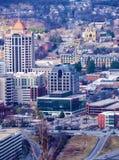 En vertikal sikt av hjärtan av i stadens centrum Roanoke arkivbild
