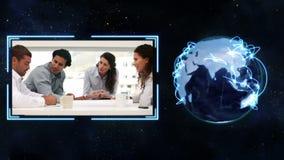 En video dyker upp från jorden och showaffärsfolket som skakar händer med jordbildartighet av lager videofilmer