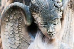 En vila staty i mjukt ljus royaltyfri foto