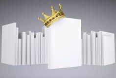 En vit bok och en guld- krona Royaltyfria Bilder