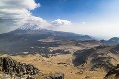 En vulkan, natur är kraftig Royaltyfria Foton