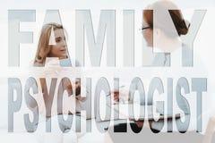 En vuxen kvinna på ett mottagande för psykolog` s royaltyfri bild