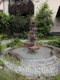 En waterfontain i en gammal stad Fotografering för Bildbyråer