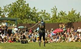 En Whip Master på den Arizona renässansfestivalen Royaltyfri Bild