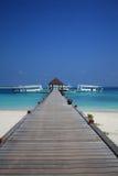 En wood pontoon i Maldiverna Royaltyfria Bilder