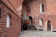 En yarda del castillo teutónico en Malbork Imagenes de archivo