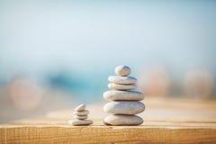 En zen stenar bakgrundsvit och svart royaltyfria foton